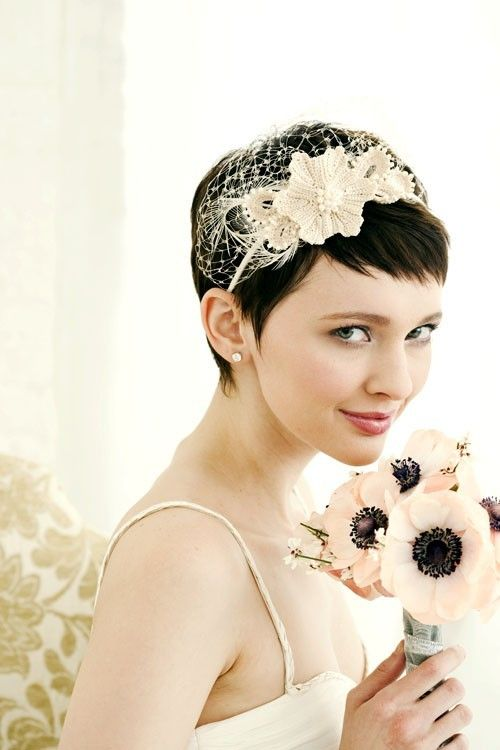 hair accessories to look feminine