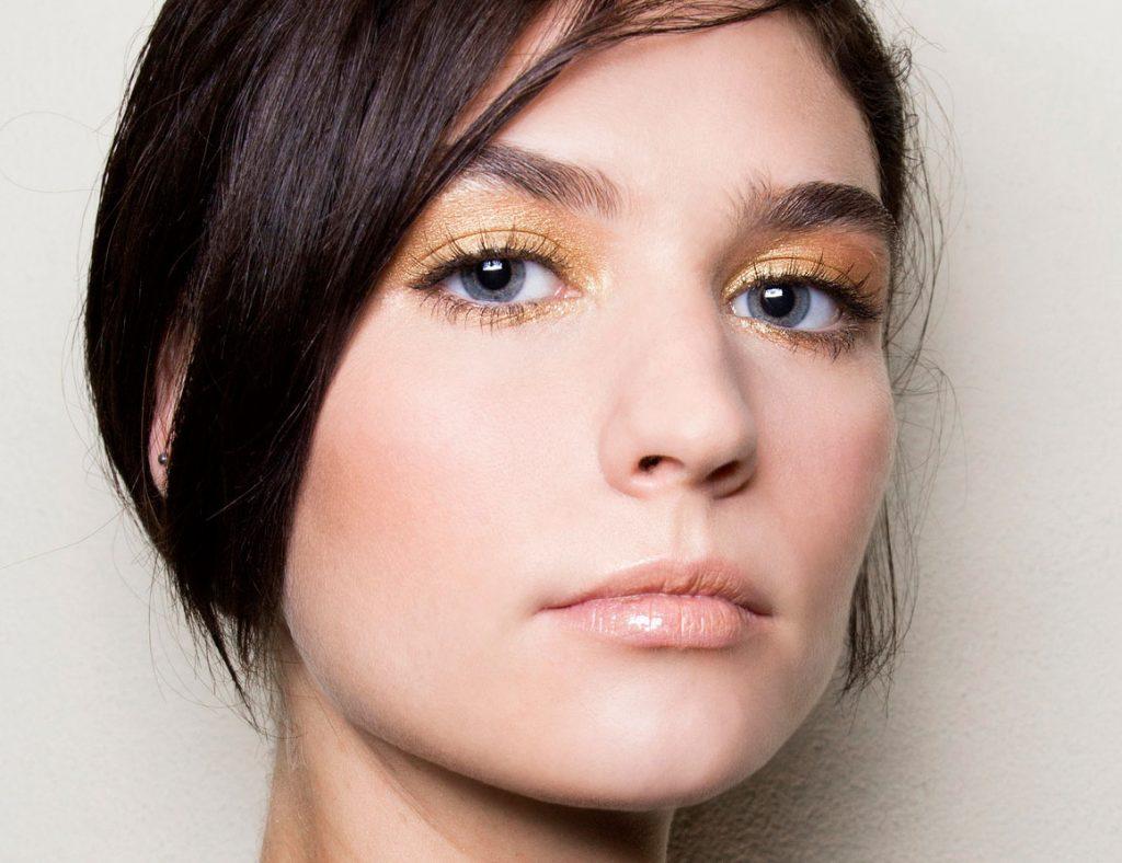 prom makeup for blue eys
