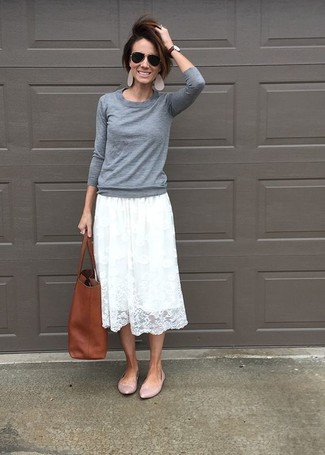 White Lace Skirt Outfits: If you're on the lookout for an off-duty and at the same time stylish look, try pairing a grey crew-neck sweater with a white lace skirt. Go down a more elegant route with shoes by finishing with a pair of pink leather ballerina shoes.