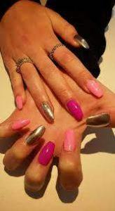 nail color to wear with emerald green dress